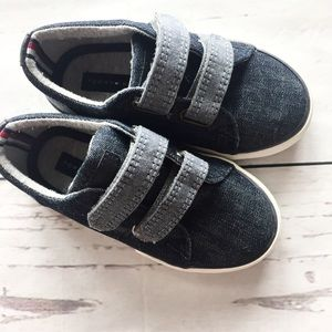 Tommy Hilfiger Boys Shoes Size 8
